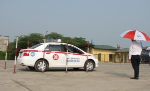 Lái xe của đơn vị HanoiTourist tham gia phần thi thực hành
