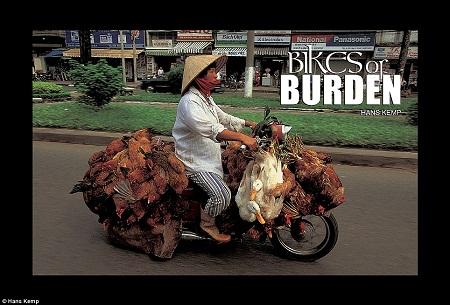Muôn kiểu chở hàng cồng kềnh Việt Nam qua góc nhìn nhiếp ảnh thế giới